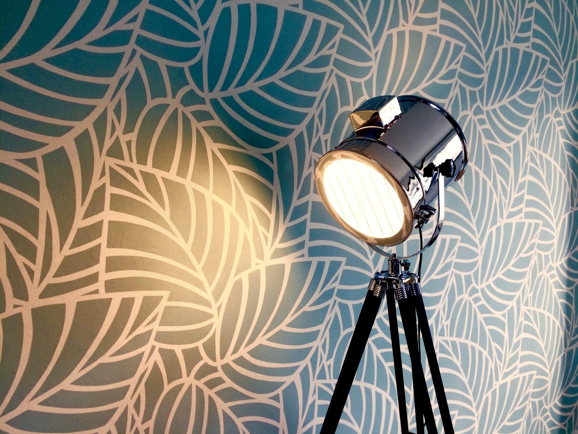 Un salon tout confort avec une décoration moderne