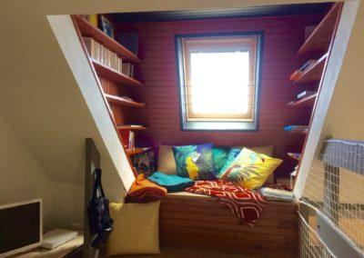 La bibliothèque cosy du Skyloft avec vue sur mer - un vrai cocooning - GlazOcean.com