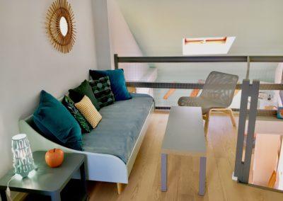 La première mezzanine du Beach House a un lit canapé et une télé connectée.
